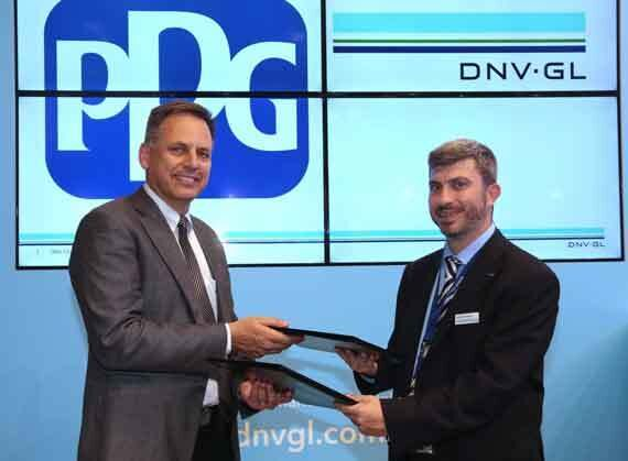 DNV GL's George Dimopoulos, Head of R&D and advisory Greece and PPG's Tom Molenda, Global Director Marine Coatings sign the collaboration agreement